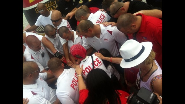 Miami PD crew gives thanks