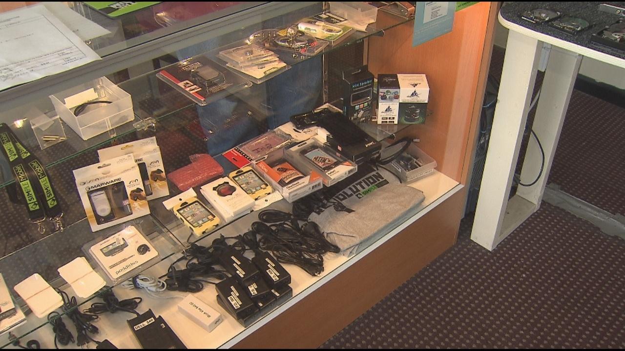 federal agents raid smartphone repair shops. Black Bedroom Furniture Sets. Home Design Ideas