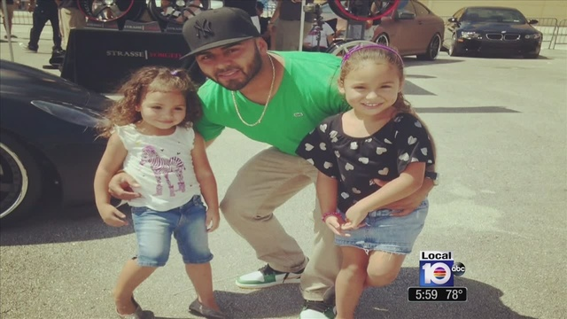 Manny-Garcia-and-daughters.jpg_25402936