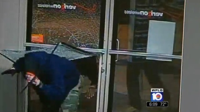 Men break into Verizon store