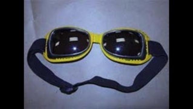 swim-goggles