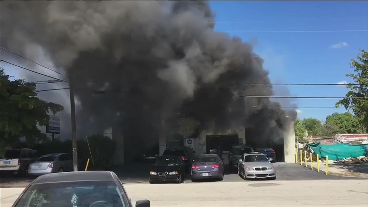 Oakland park auto repair shop catches fire for Outboard motor shop oakland