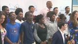 Alonzo Mourning hosts classical violinist at Overtown Youth Center