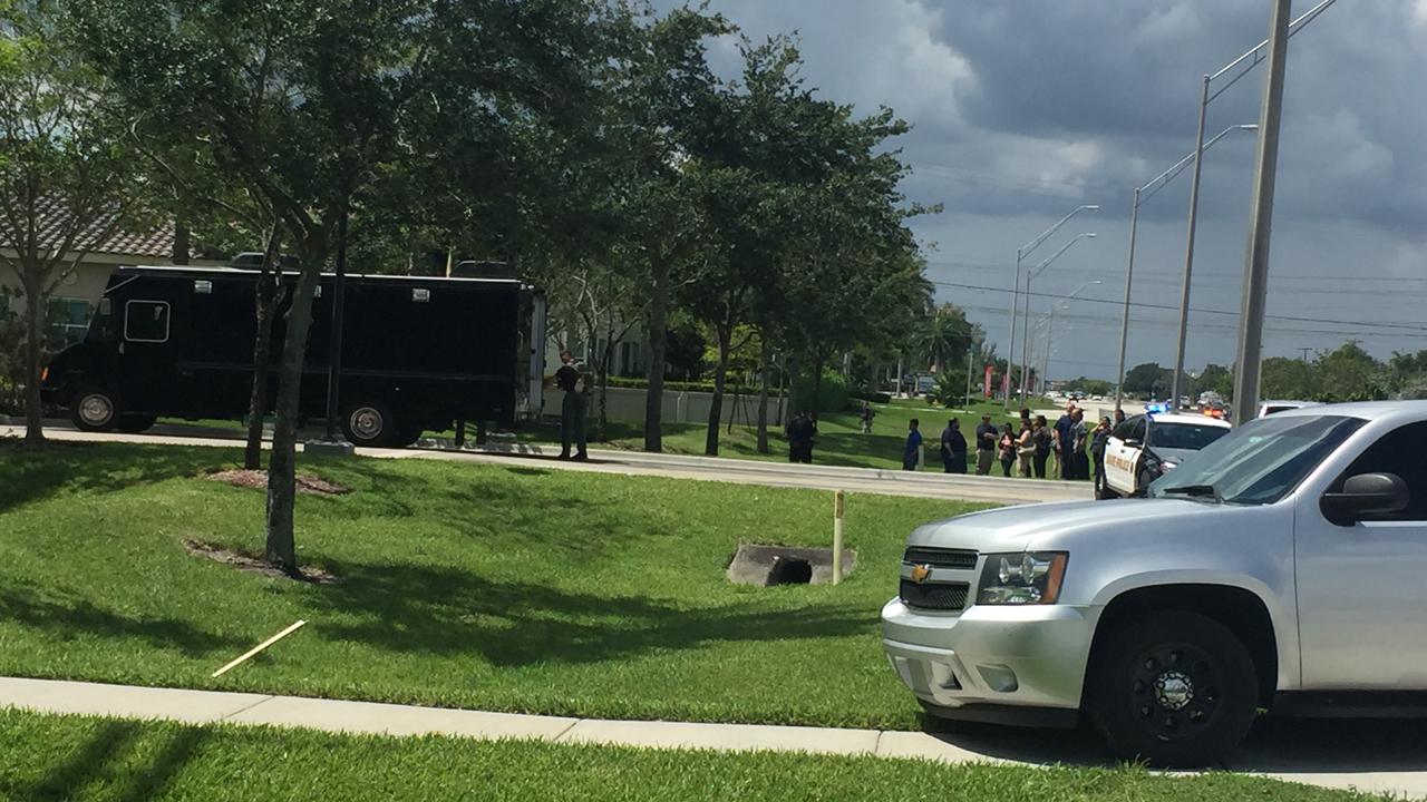 Gunman In Davie Office Complex Shoots Self