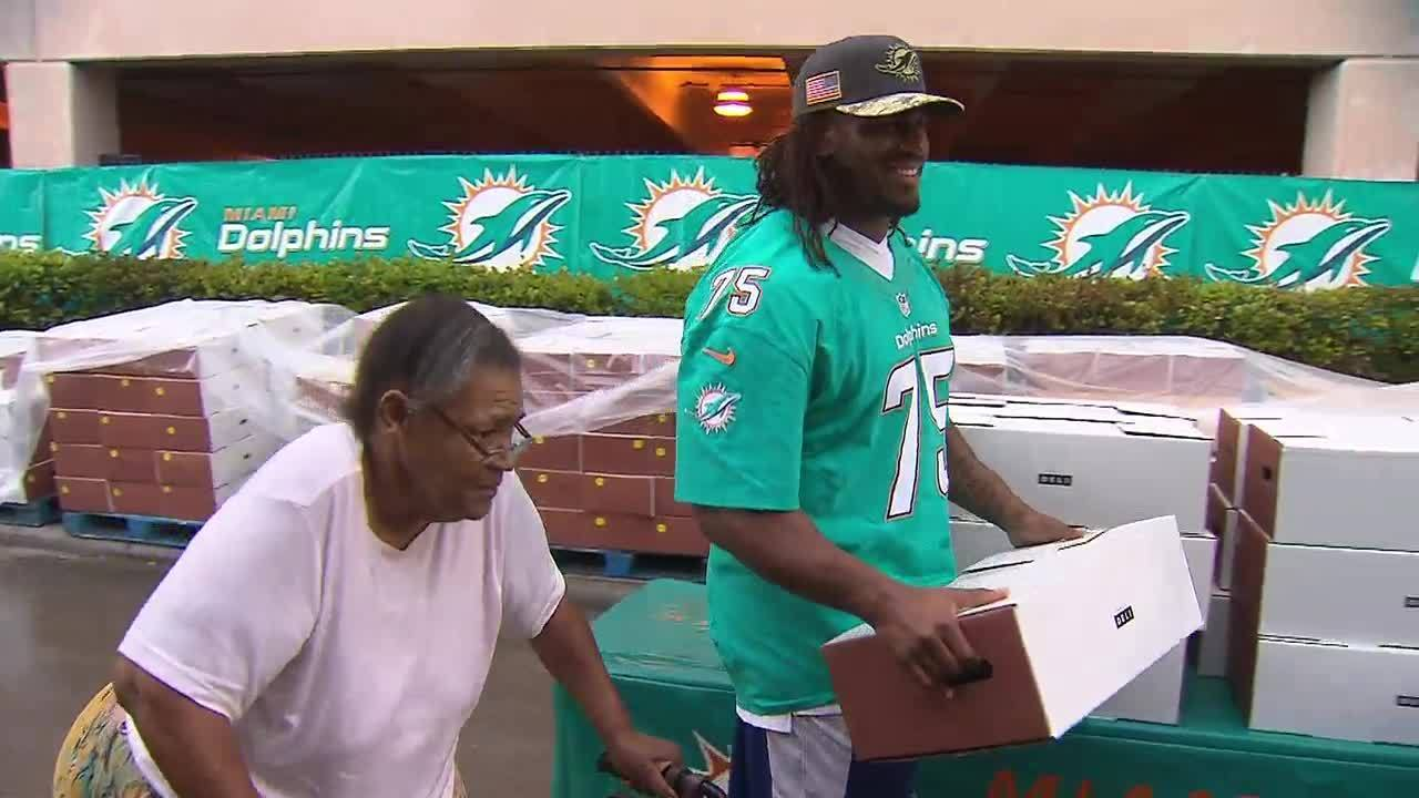 Miami Dolphins Teams Up With Local Charities