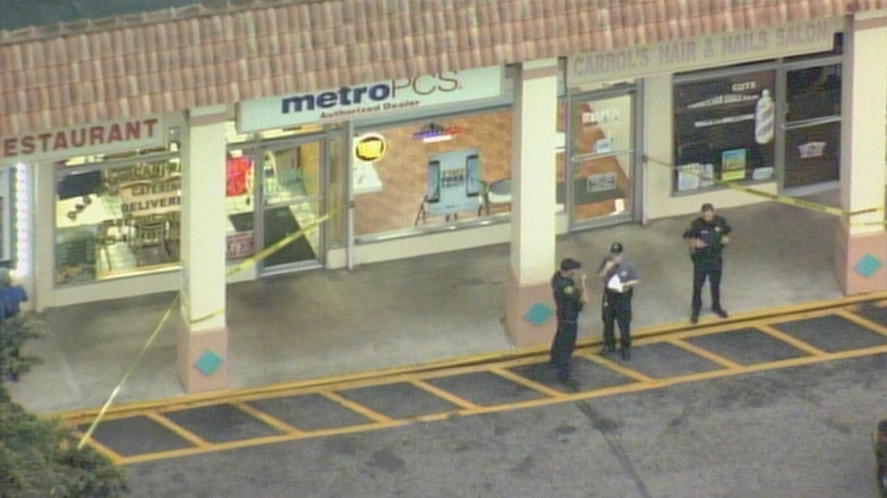 Metro Pcs Employee Shoots At Thieves Who Stole Cellphones