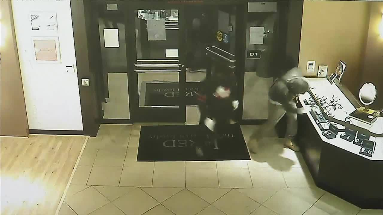 50 000 in jewelry stolen during robbery of jared store in for Jared jewelry store website