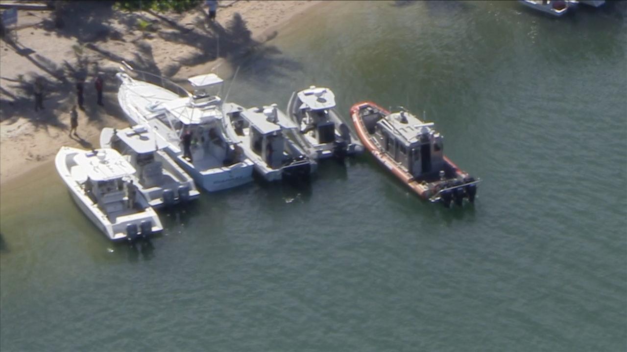2 men injured in hit-and-run boat crash near Haulover Beach