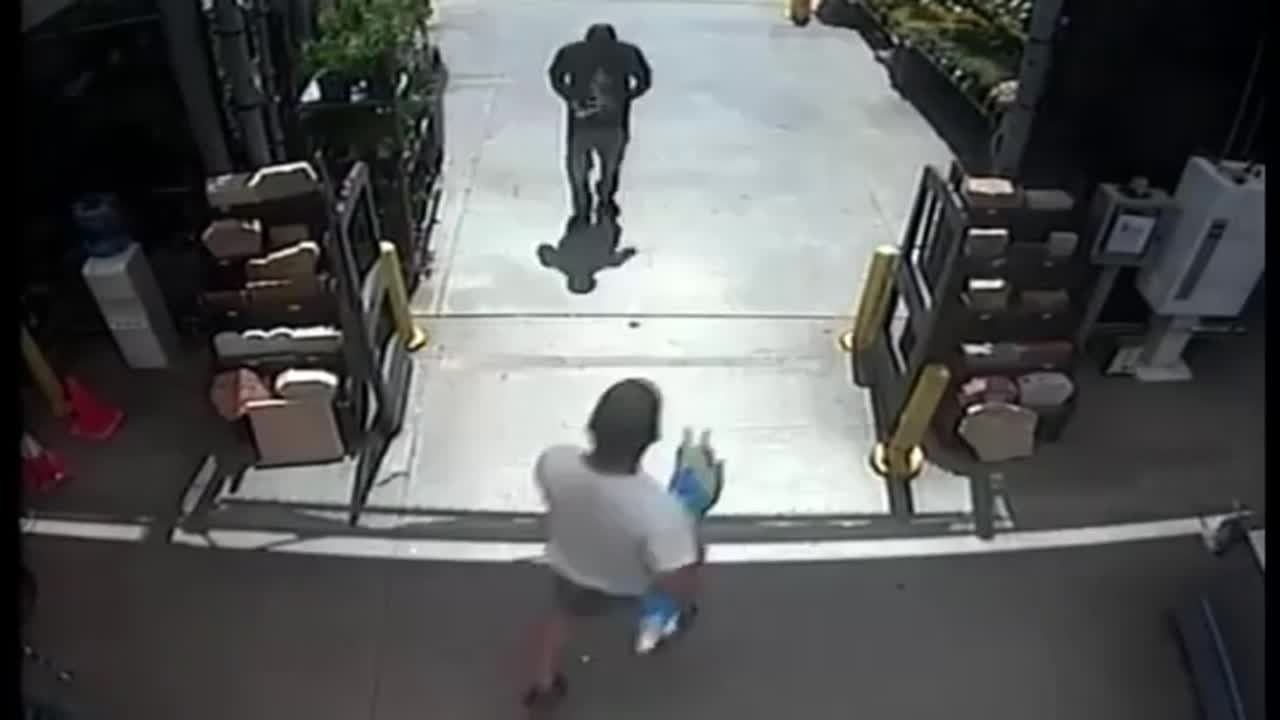 Armed man tries to steal $2,300 worth of items from Lowe's