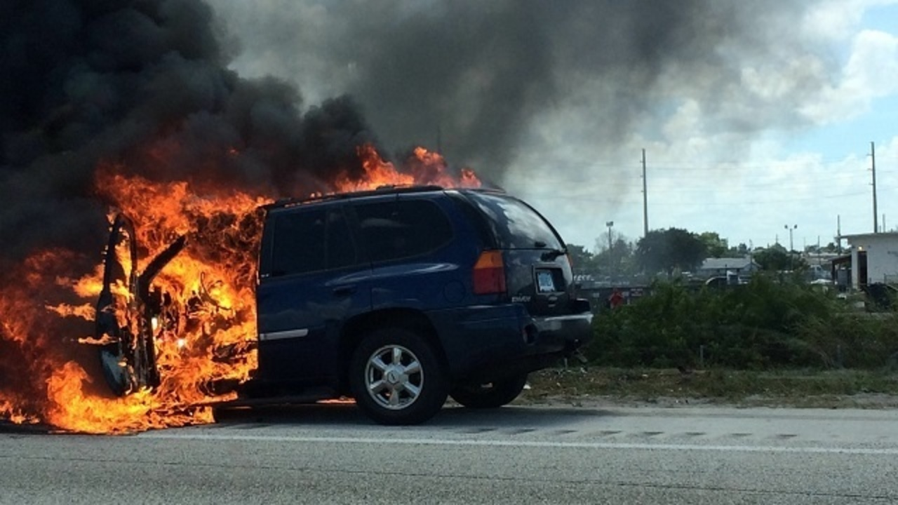 Suv Catches Fire On I At Sunrise Boulevard