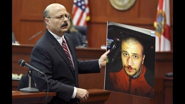 Bernie de la Rionda holds photo of George Zimmerman during closing arguments_20984378