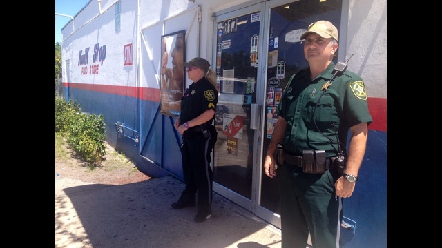 Deputies-outside-Kwik-Stop-in-Pompano-Beach.jpg_25289526