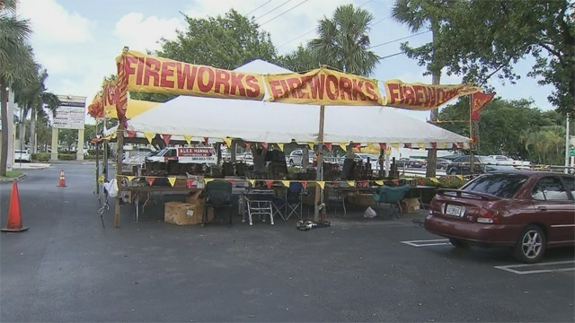 Fireworks stand_20832946