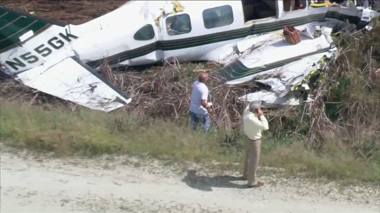 airplane crashes essay Plane crash this essay plane crash and other 64,000+ term papers, college essay examples and free essays are available now on reviewessayscom autor: review • november 26, 2010 • essay • 617 words (3 pages) • 917 views.