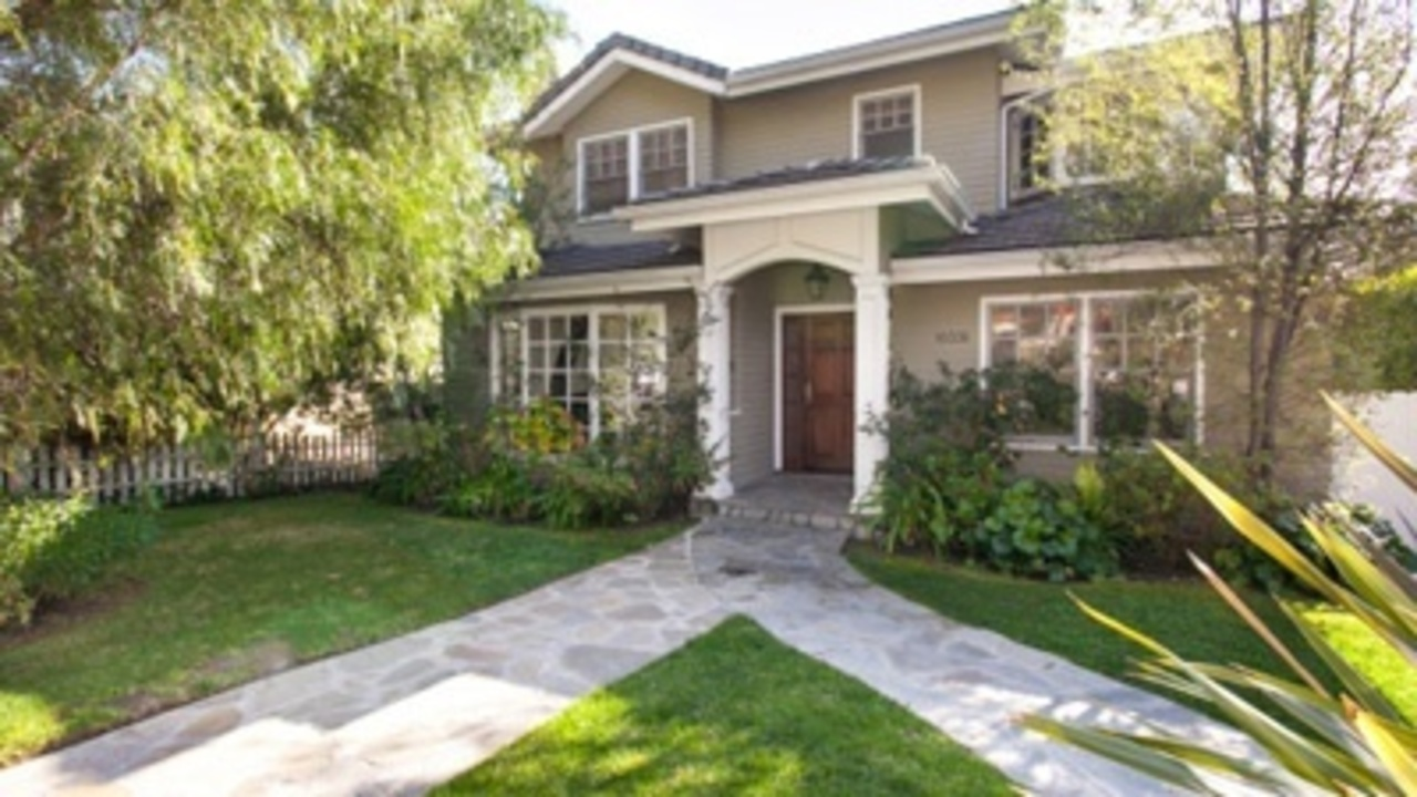 Dunphy home on 39 modern family 39 up for sale for Modern family house 90210
