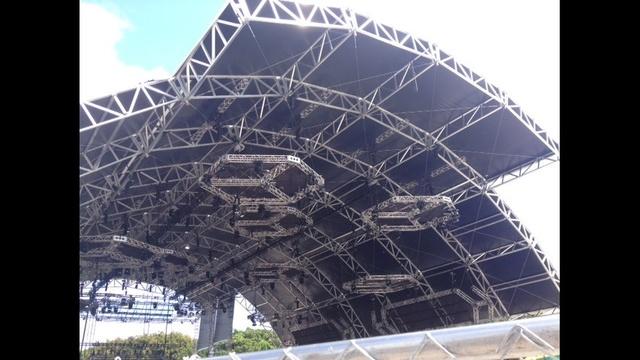 Ultra-Music-Festival-preparations-1-JPG.jpg_25159282