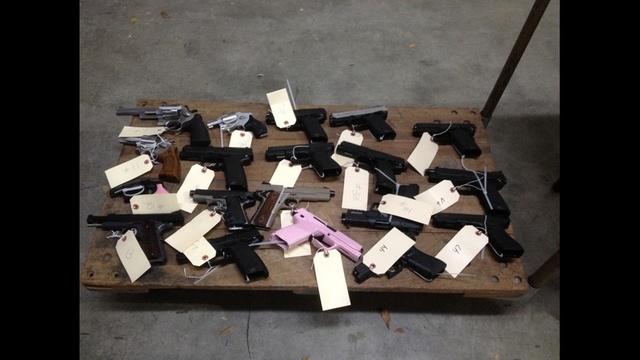 Handguns_21451670
