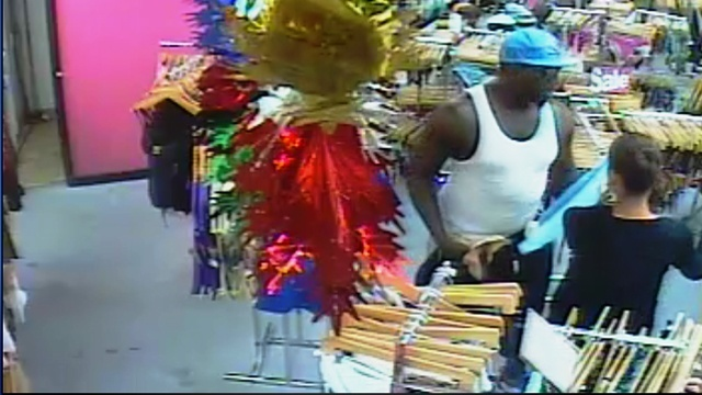 Outlet store robber2_18136406