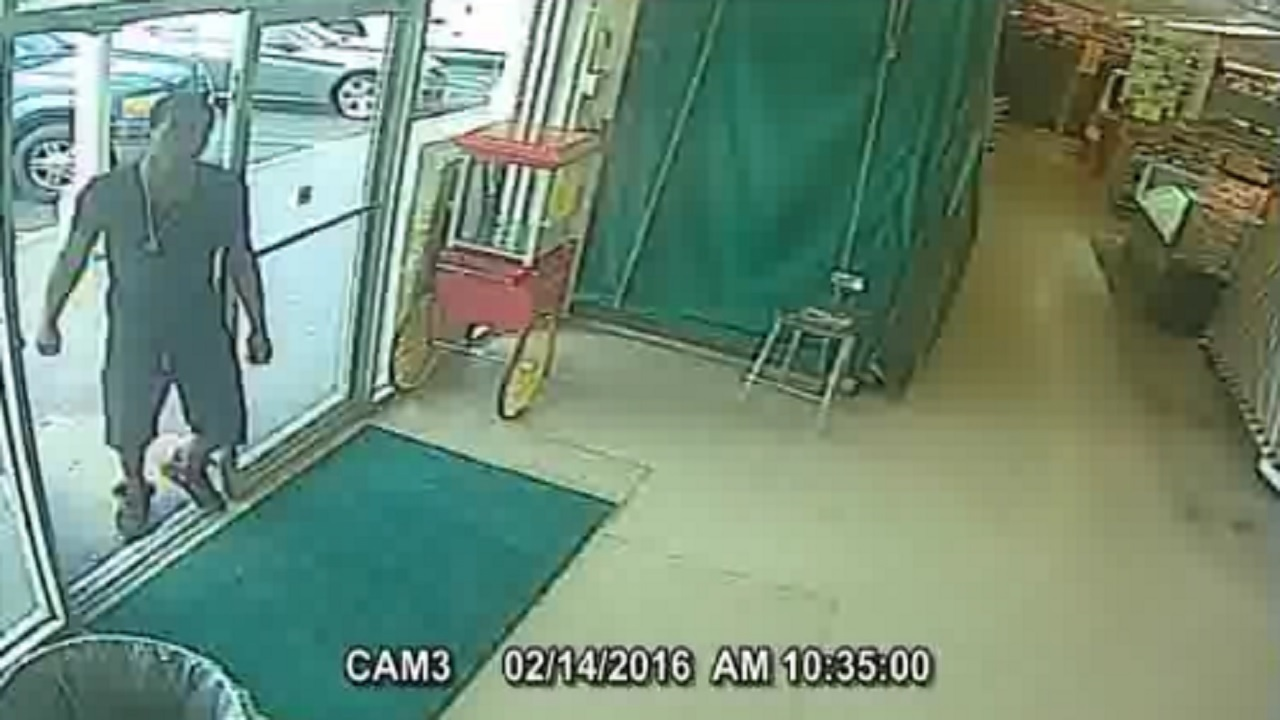 Thief Steals Gold Necklace From Oakland Park Flea Market On