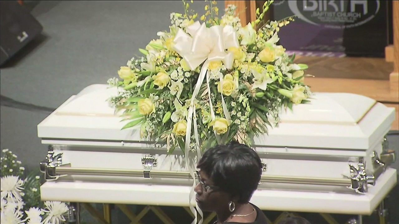 Children turnout to 6 year old kings funeral in opa locka izmirmasajfo