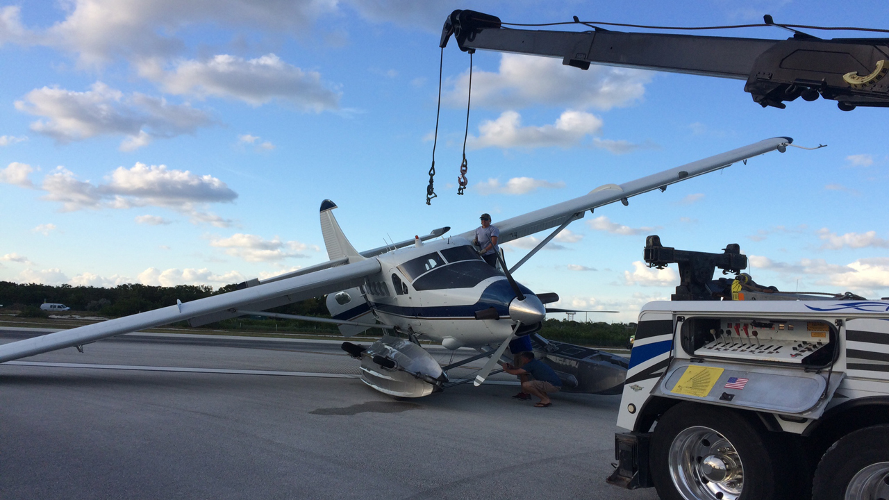 Small Old Jeep >> Sea plane crashes at Key West International Airport