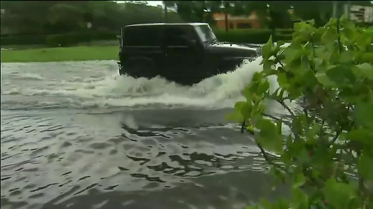 Miami-Dade County prepares for flooding, continues effort ...