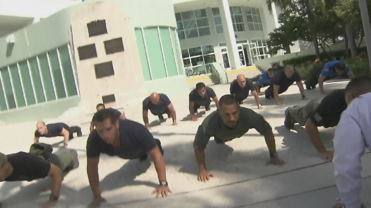 Land Rover Palm Beach >> Miami Beach police officers do pushups to bring awareness to...