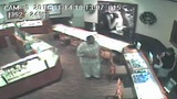 Man snatches 2 diamond rings from sales clerk at Plantation Zales store