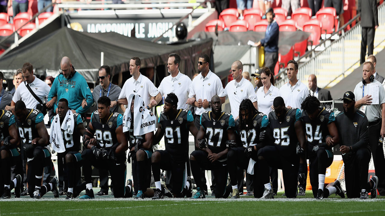 About two dozen NFL players kneel for national anthem in ...