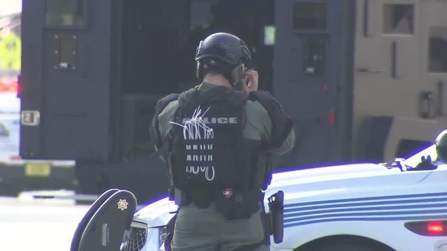 https://media.local10.com/photo/2018/02/05/Miami%20hostage%20standoff%20was%20hoax%2C%20police%20say20180206040958.jpg_11611198_ver1.0_640_360.jpg