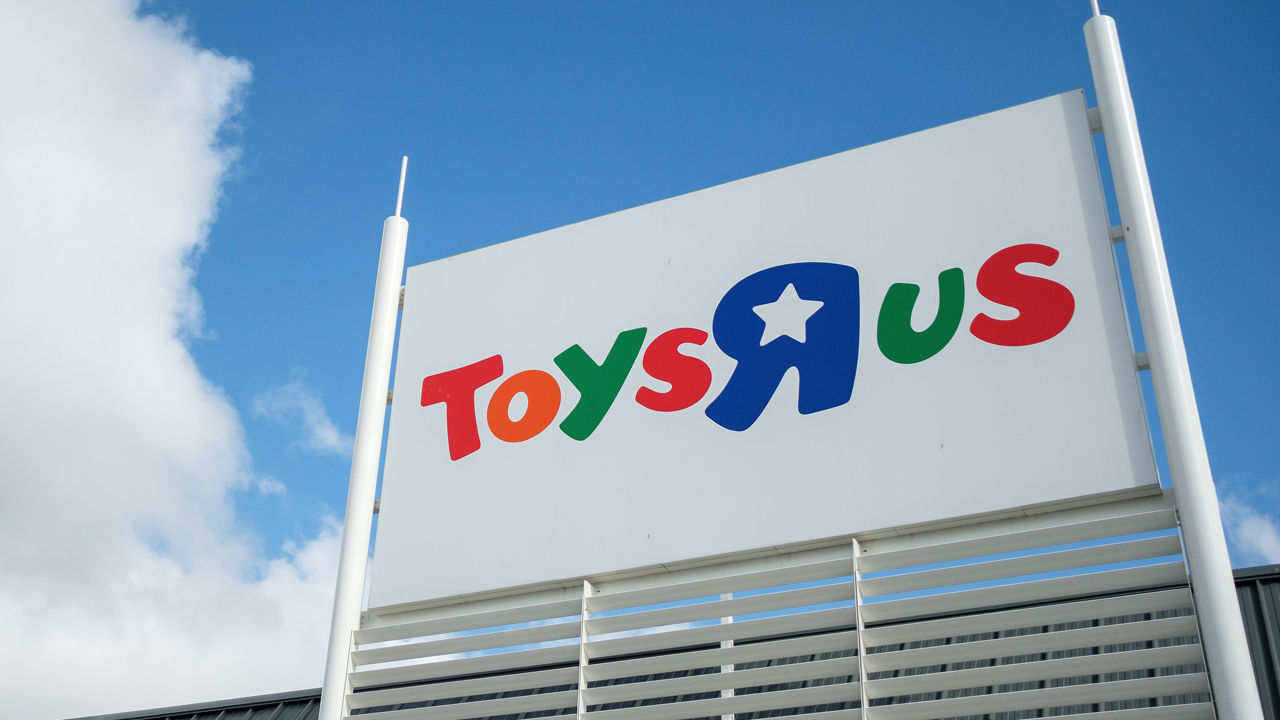 Toys R Us Closing Sign : South florida toys r us stores to hold big