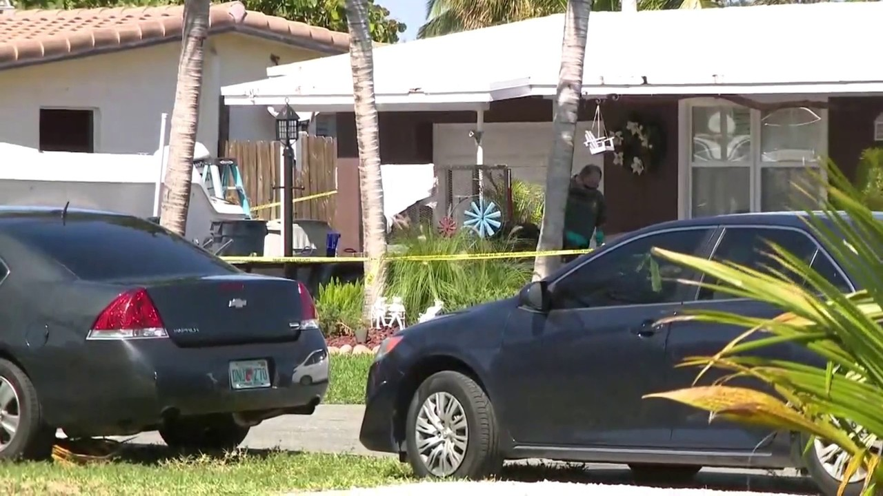 Body of woman, unconscious man found inside Pompano Beach home
