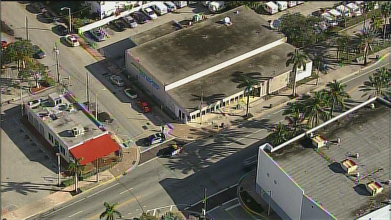 Bomb squad detonates suspicious package found at Miami Beach