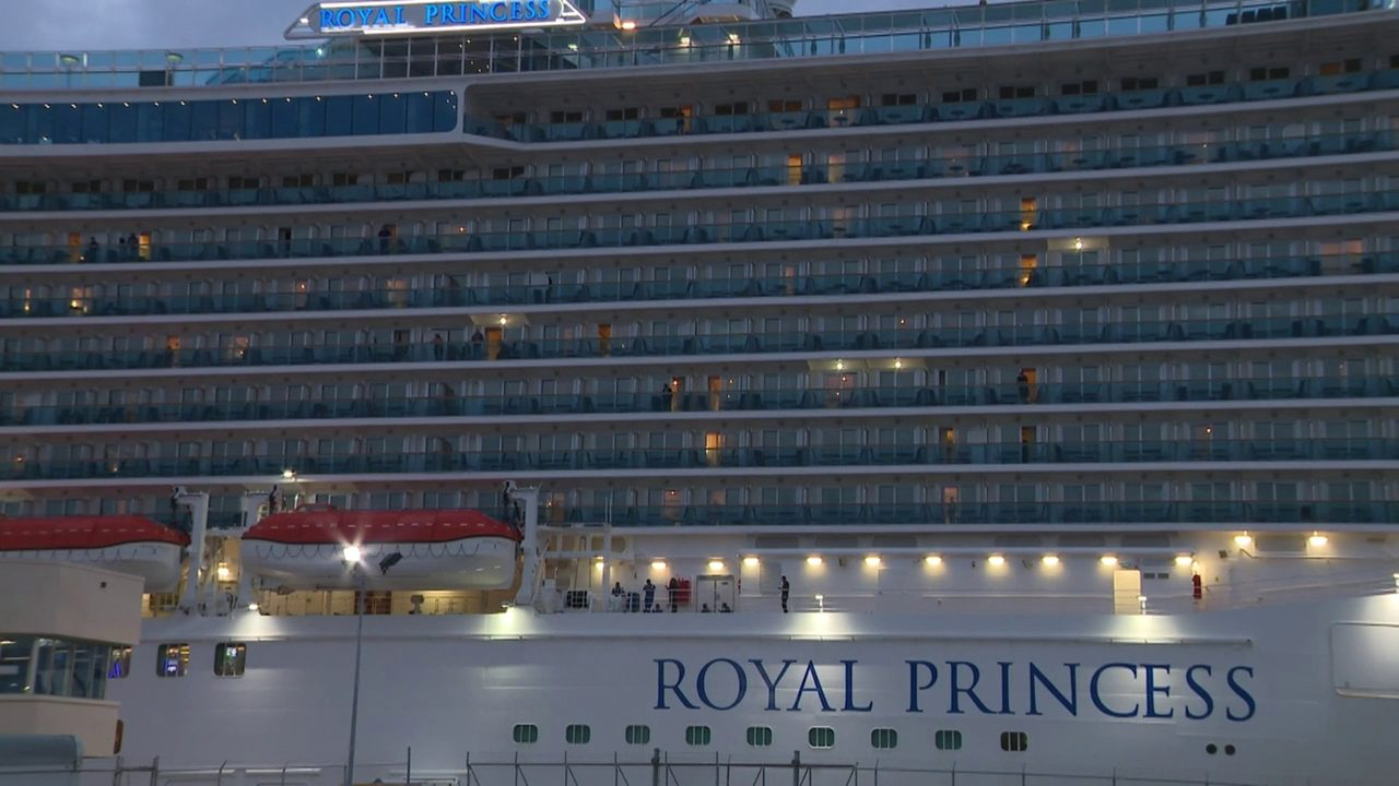 Cruise ship returns to Fort Lauderdale after passenger dies...
