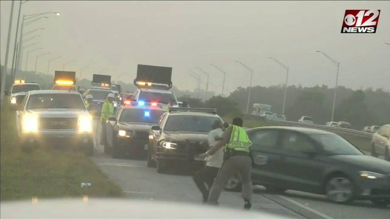 Florida Highway Patrol Traffic >> Video Shows Moment Fhp Trooper Struck By Car On I 95