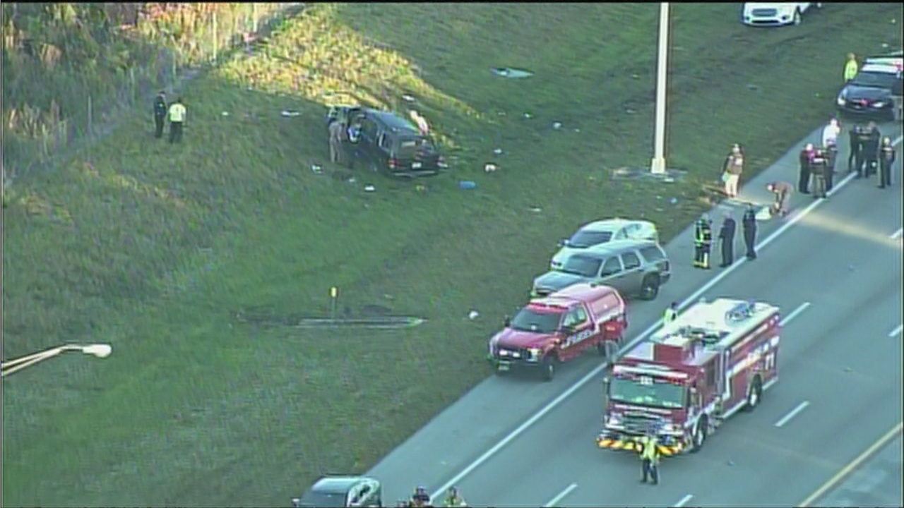 1 dead, 5 others injured in crash on Sawgrass Expressway
