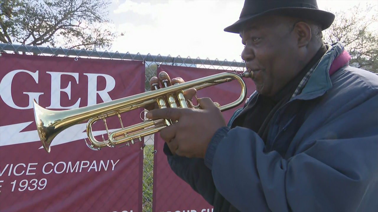 VIDEO: Man plays 'Ave Maria' at MSD to honor those that lost