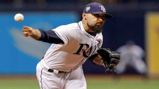 3-time World Series champion Sergio Romo signs with Marlins