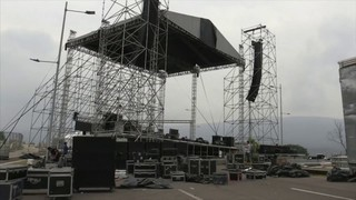 Power struggle turns into rival concerts at Colombia-Venezuela border