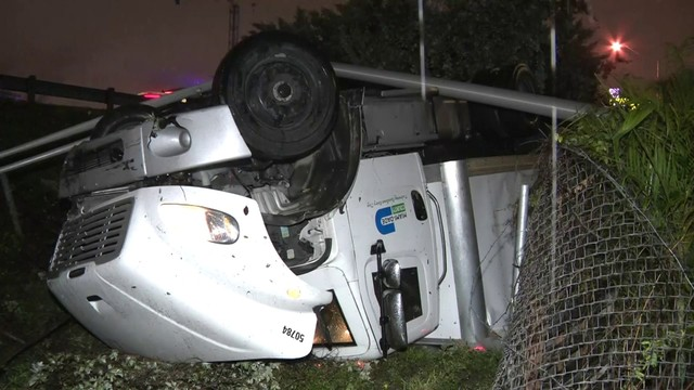 Miami-Dade truck flips out of Interstate 95