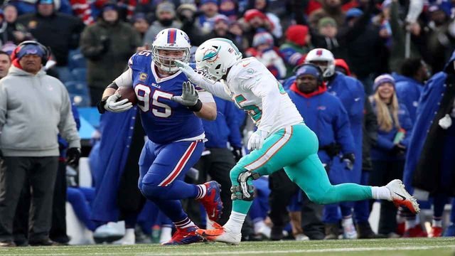 Veteran linebacker Mike Hull agrees to 1-year deal to remain with Dolphins