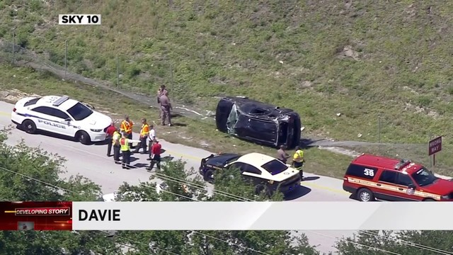 Rollover wreck causes traffic delays on I-595 in Davie