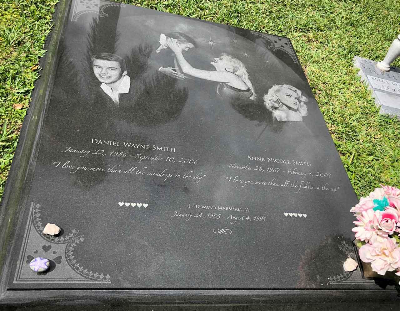 Burying Anna Nicole Smith in Bahamas     finally