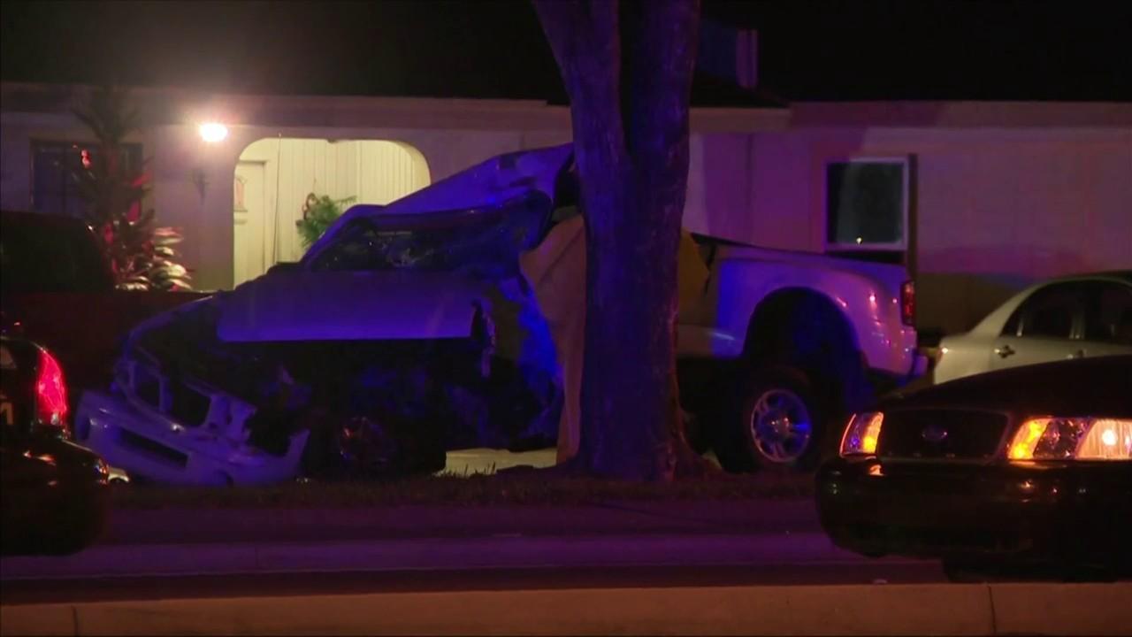 Man dead after pickup truck slams into tree in Miramar