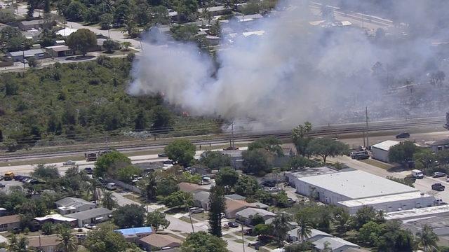 WATCH LIVE: Brush fire burns in Deerfield Beach