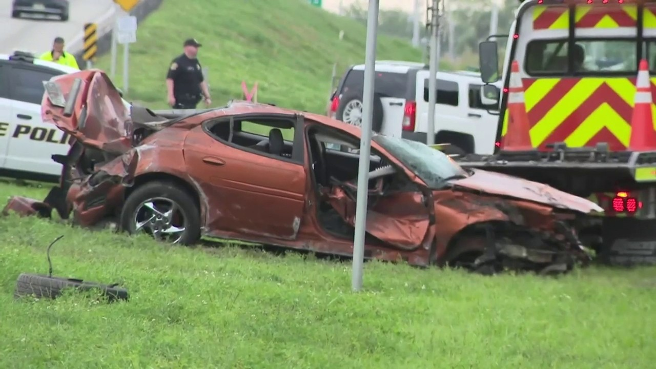2 people thrown from car after single-vehicle crash in Davie