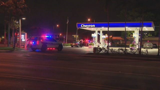 Shooting victim walks into Hollywood gas station for help