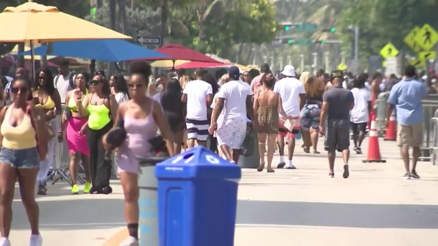 Miami Beach police out in force for Memorial Day weekend