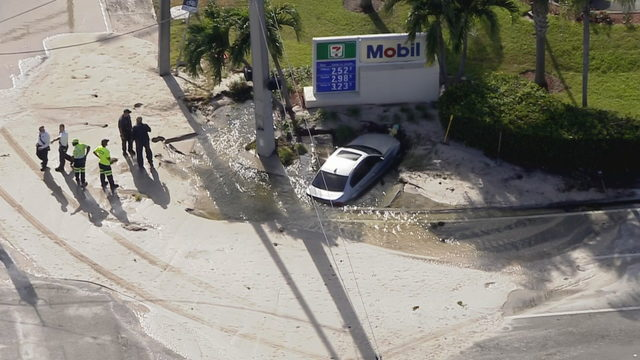 Car crashes into fire hydrant in Deerfield Beach