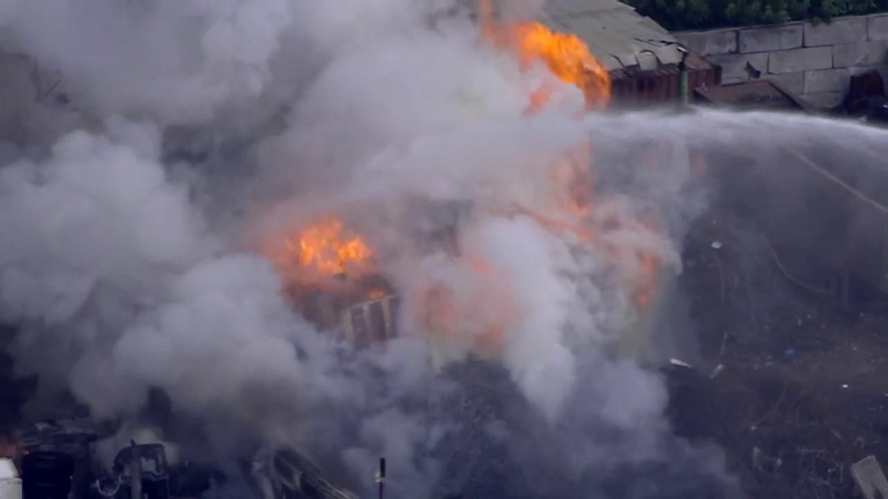 Opa Locka Junkyard >> Large fire erupts at junkyard in Opa-locka